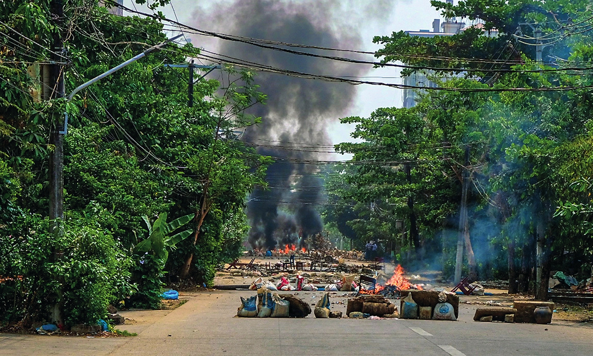 Smoke rises after protesters burn tyres in Thakeyta Township, Yangon, Myanmar on March 27. Photo: VCG