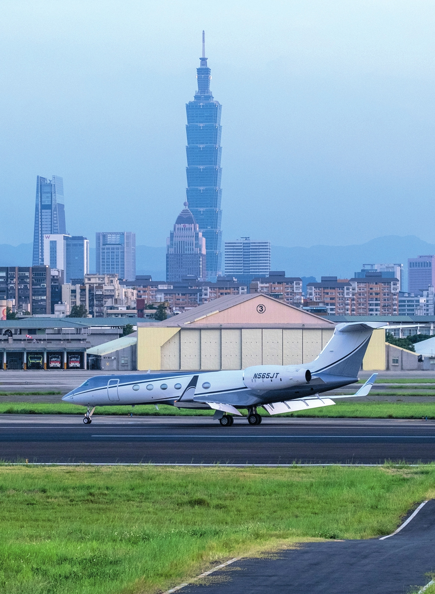 The flight of Keith Krach, former US under secretary of state, lands at Taipei Songshan Airport on September 17, 2020. Expert says Taiwan's DPP authority was only a