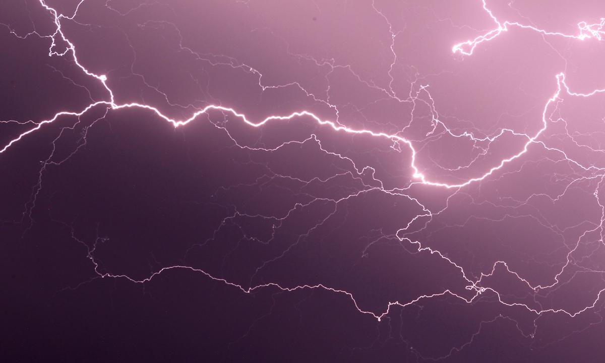 Lightning strikes over Mount San Pietro, near Ajaccio, on the French Mediterranean island of Corsica on August 9, 2013. Photo: VCG