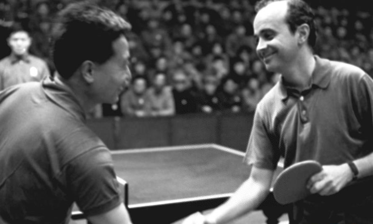 File photo taken on April 15, 1971 shows Chinese table tennis player Yang Ruihua (L) shaking hands with US athlete Dick Miles prior to a friendship match, who had met each other since the 1959 World Table Tennis Championships, in Shanghai, East China. Photo: Xinhua