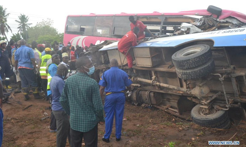 People are seen at the site of a road accident along the Mombasa-Malindi highway near Malindi town in Kenya, April 7, 2021. At least 15 people were killed and 14 others injured early Wednesday when two commuter buses collided head-on in Kenya's coastal town of Malindi.(Photo: Xinhua)