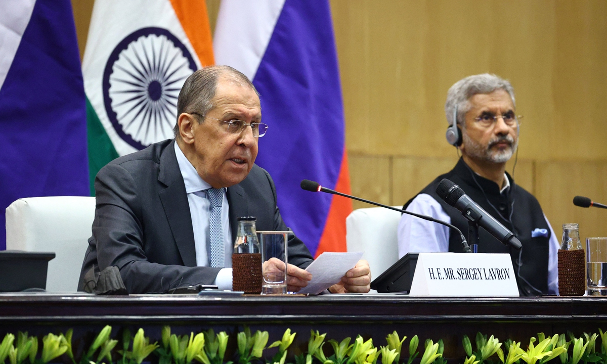 This handout picture released on April 6, 2021 by the Russian Foreign Ministry shows Russian Foreign Minister Sergei Lavrov (L) and India's Foreign Minister Subrahmanyam Jaishankar as they attend a press conference after their meeting in New Delhi. Photo: AFP