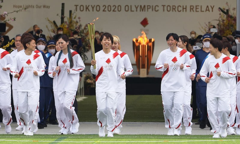 Iwashimizu Azusa (C) and other former members of Nadeshiko Japan, the Japan women's National Football Team, run as torchbearers in the first leg of the torch relay for Tokyo Olympic Games at J-Village National Training Center in Futaba, Fukushima of Japan, on March 25, 2021.(Photo: Xinhua)