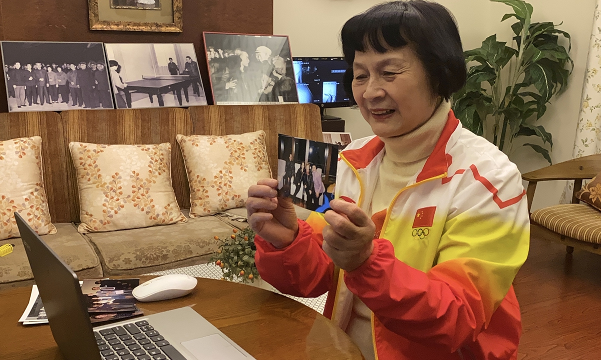 Zheng Minzhi shows a historical reunion photo during a video call with Connie Sweeris and Dell Sweeris. Photo: Chen Xia/GT