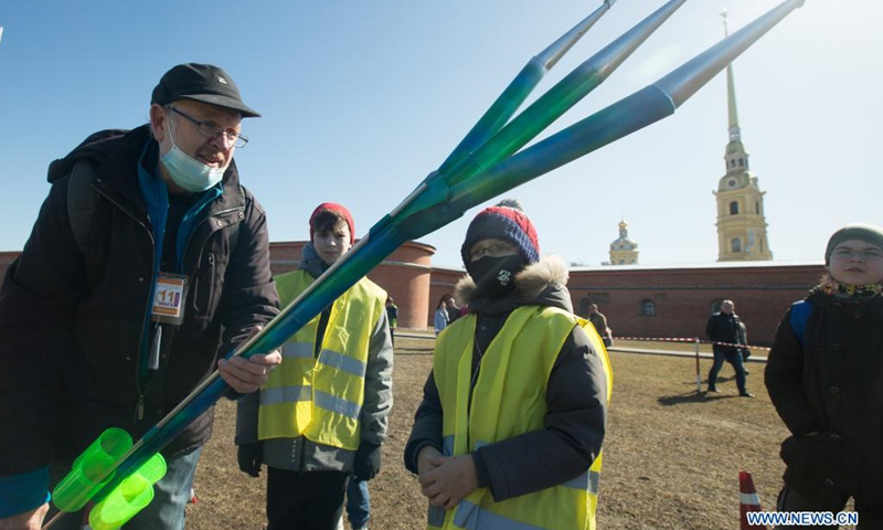 A rocket enthusiast prepares to launch his self-made rocket model in commemoration of the 60th anniversary of the first human space flight in St. Petersburg, Russia, April 11, 2021.(Photo: Xinhua)