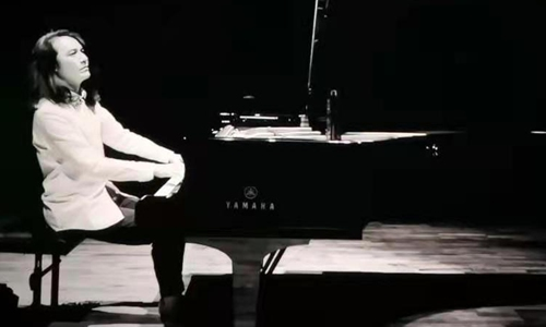 A screenshot of Jazz artist Luo Ning plays in the MV. Photo: Courtesy for Bi
