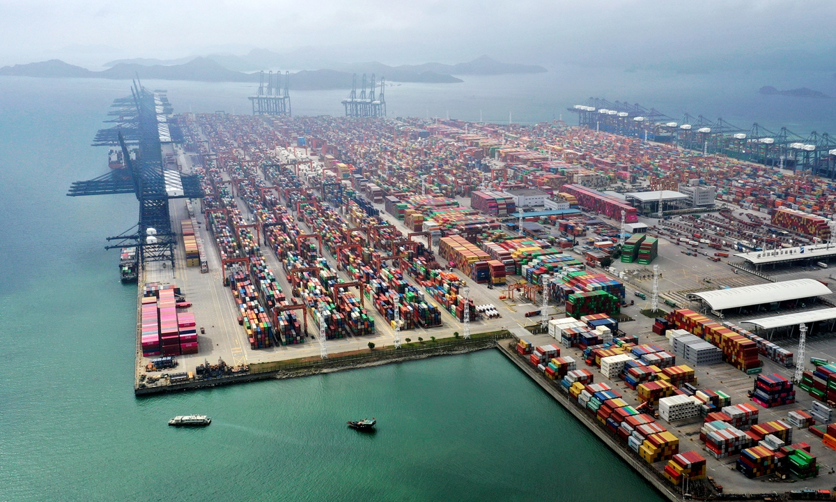 The Yantian container terminal in Shenzhen, South China's Guangdong Province, presents a busy scene on Wednesday. The port handled 3.67 million standard containers (20-foot equivalent units) in the first quarter, up 45.9 percent year-on-year, official data showed. Photo: cnsphoto