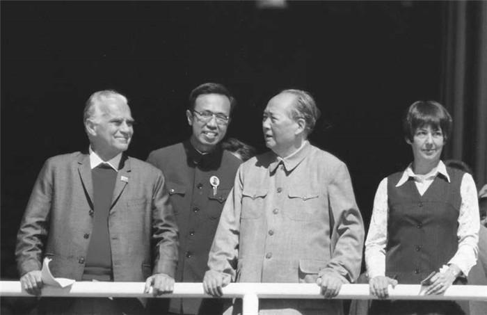 Mao Zedong and Snow on the Tian'anmen gate tower, October 1, 1970