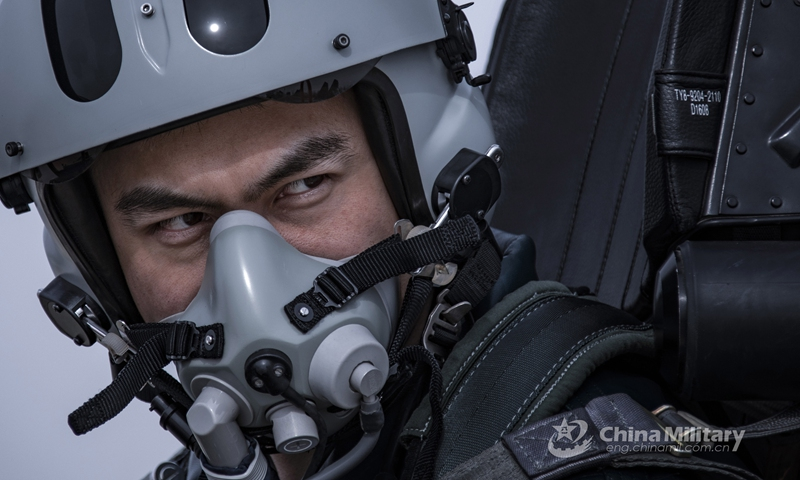 A pilot assigned to an aviation brigade of the air force under the PLA Western Theater Command keeps a close eye on his mock opponent during an aerial combat training exercise under complex electromagnetic conditions in early April, 2021.(Photo: eng.chinamil.com.cn)