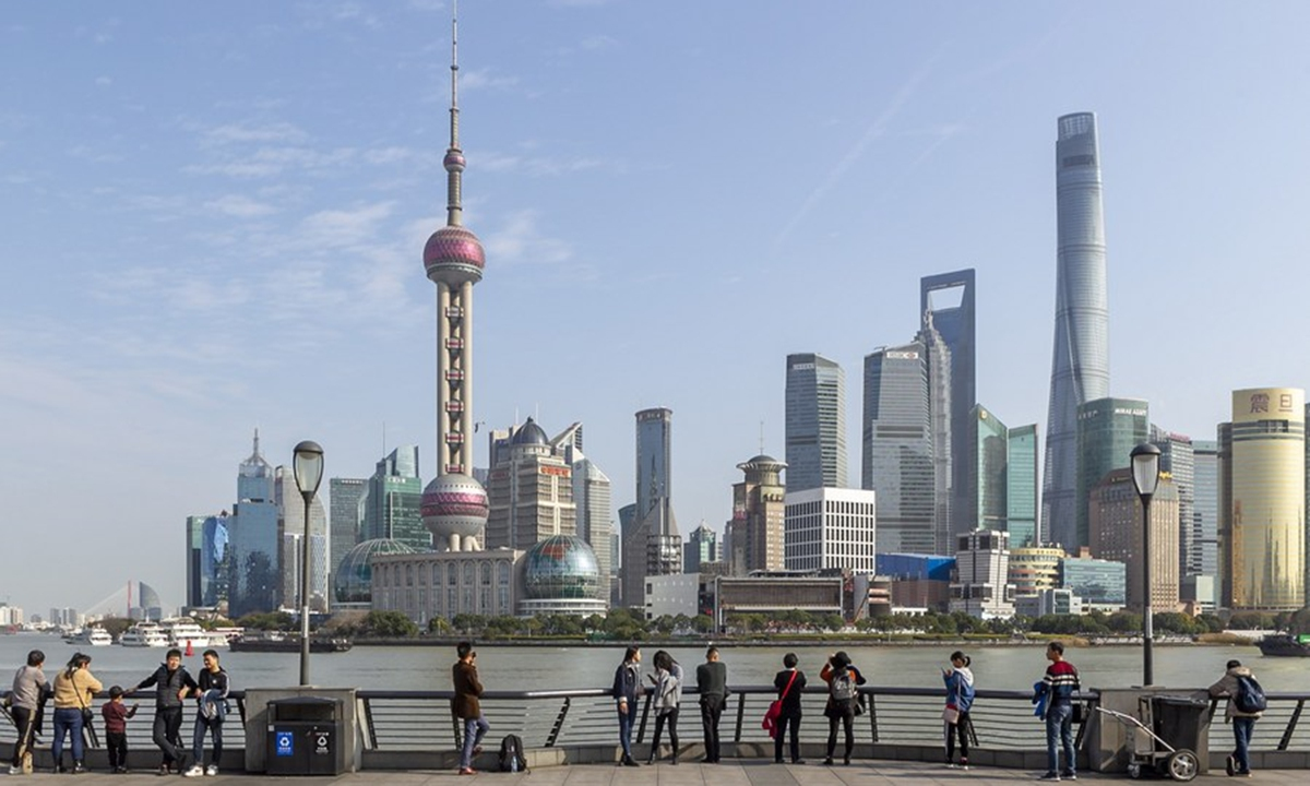 Tourists admire the skyline view of Lujiazui area at the Bund in Shanghai, east China, Jan. 6, 2020. Photo: Xinhua