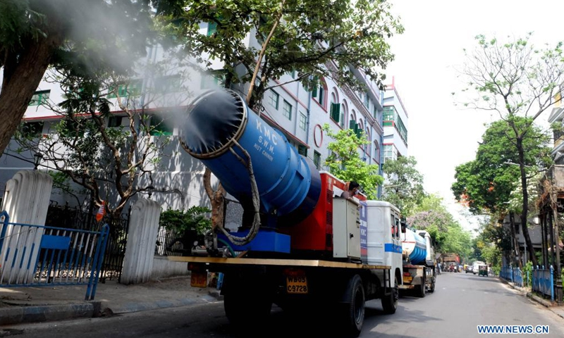 Workers spray disinfectant on a street in Kolkata, India, on April 23, 2021. India's daily COVID-19 new cases reached 332,730 and new deaths hit 2,263 during the past 24 hours, both hitting historic high, the government health ministry said Friday.Photo:Xinhua