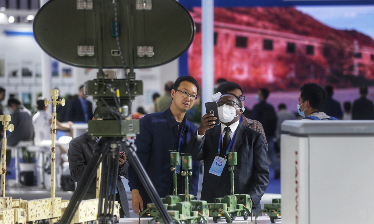 A foreign visitor is taking photo of a radar system displayed at the Expo.  Photo: Cui Meng/GT