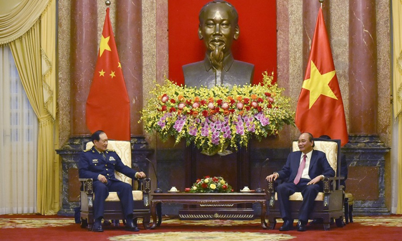 Vietnamese President Nguyen Xuan Phuc (right) meets with visiting Chinese State Councilor and Minister of National Defense Wei Fenghe (left) in the Vietnamese capital Hanoi, April 26, 2021. Photo: Xinhua