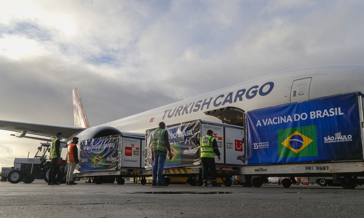 Containers carrying Active Pharmaceutical Ingredient (IFA) to manufacture COVID-19 vaccines developed by the Chinese laboratory Sinovac, are unloaded from a cargo plane at Guarulhos International Airport in Sao Paulo, Brazil, on April 19. Photo: AFP