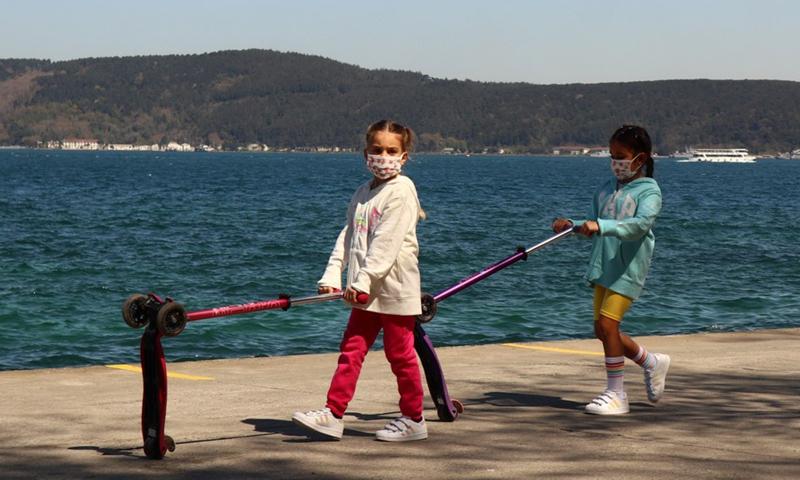 Children play near the Bosporus Straits in Istanbul, Turkey, April 26, 2021.Photo:Xinhua
