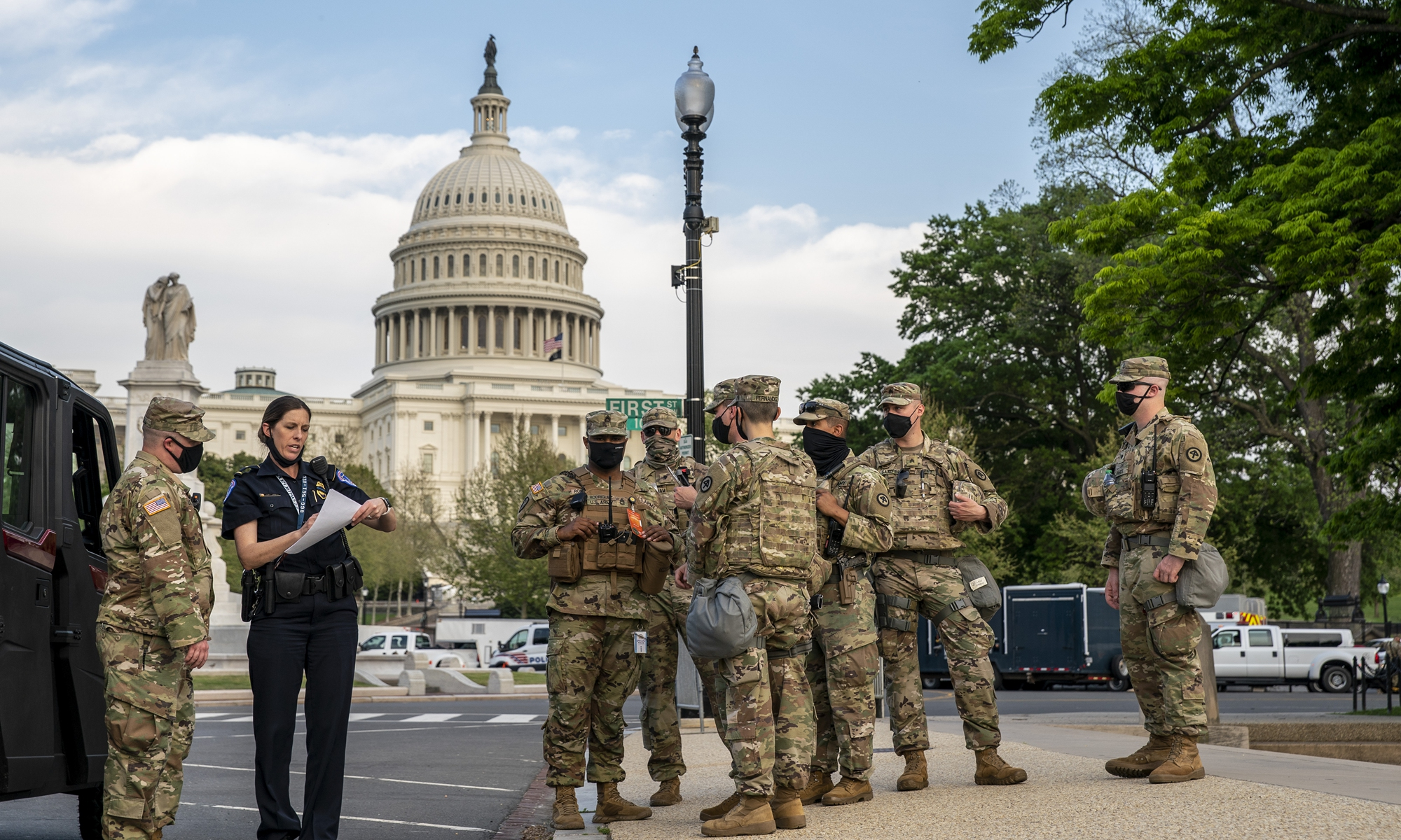 Military personnel and Capitol Hill Police department stand guard outside the US Capitol before US President Joe Biden addresses a joint session of Congress in the US Capitol on Wednesday in Washington, DC (See story on Page 5).Photo: VCG