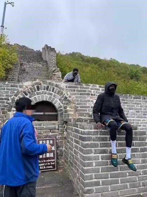 Two foreign tourists enter restricted section of the Mutianyu Great Wall in Beijing on April 30. Mutianyu WeChat official account