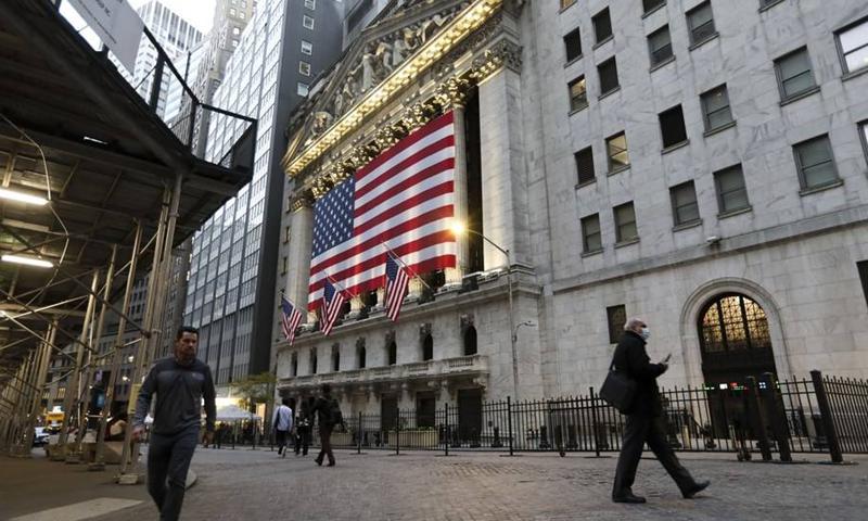 Pedestrians walk past the New York Stock Exchange in New York, the United States, Nov. 9, 2020.(Photo: Xinhua)