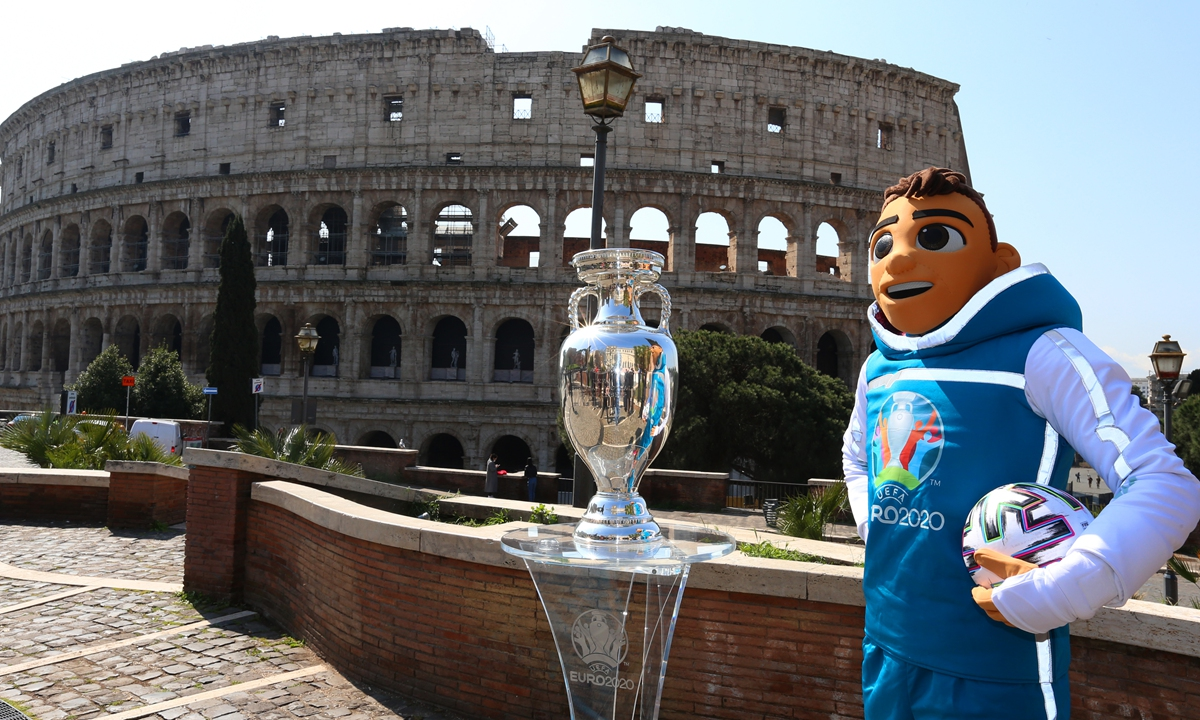Euro 2020 mascot Skillzy poses with the trophy in front of the Colosseum during the UEFA Euro 2020 Trophy Tour of Rome on April 20 in Rome, Italy. Photo: VCG