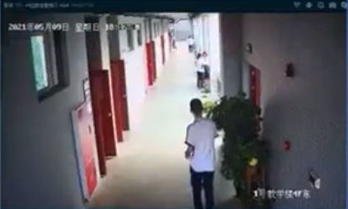 Surveillance footage shows Lin leaves his classroom on the 4th floor on Sunday at 6:16 pm. Photo: Media screenshot of surveillance video