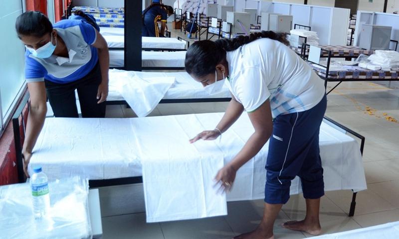 Staff members do preparation work at a COVID-19 hospital improvised by the Sri Lanka Army in Seeduwa, 20 kilometers away from the capital Colombo, Sri Lanka, on May 17, 2021.(Photo: Xinhua)