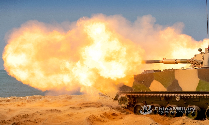 An armored training group of the PLA Navy's Marine Corps carries out nighttime driving training on April 23, 2021.(Photo:China Military)