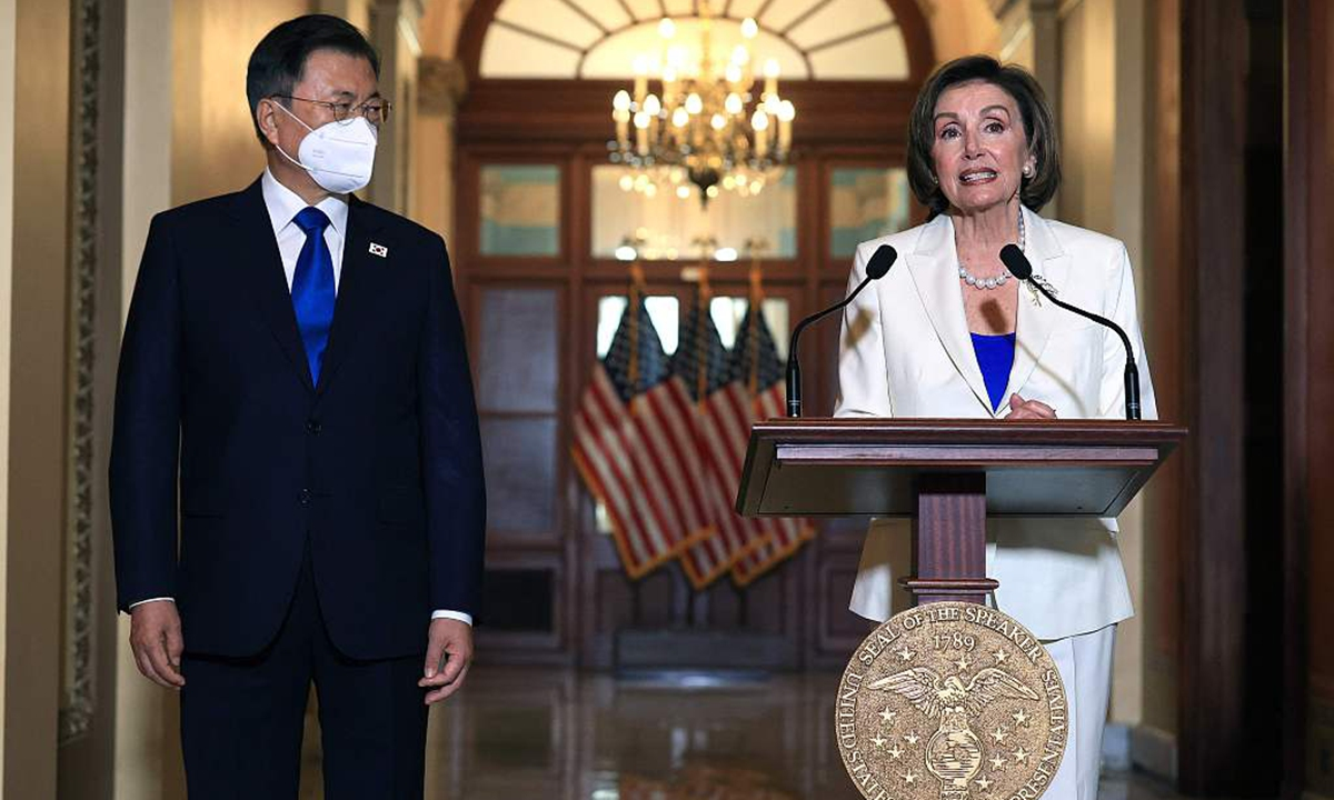 South Korean President Moon Jae-in (L) listens as Speaker of the House Nancy Pelosi speaks during a press conference after a meeting on Capitol Hill on May 20, 2021 in Washington, DC., the United States. Photo: VCG