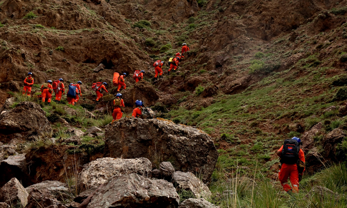 Rescue team members searching for missing marathon runners in the Yellow River Stone Forest tourist site in Jingtai county, Baiyin, Northwest China's Gansu Province. Photo: Xinhua