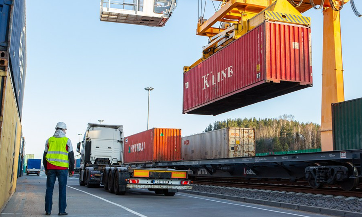 The China Post CR Express 1st block train is unloading in Vilnius, Lithuania, April 14, 2020.Photo: Xinhua