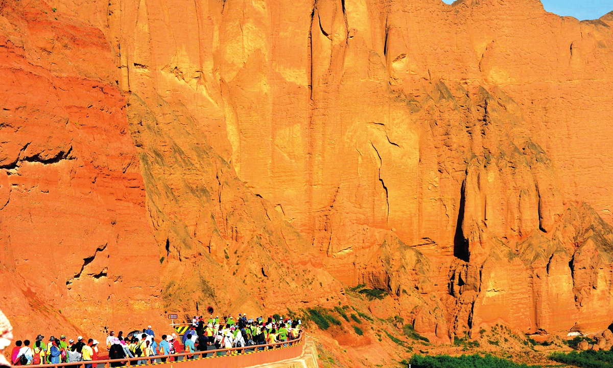 The first mountain marathon hosted in Baiyin, Northwest China's Gansu Province in May 2018 attracts a lot of tourists.  Photo: IC