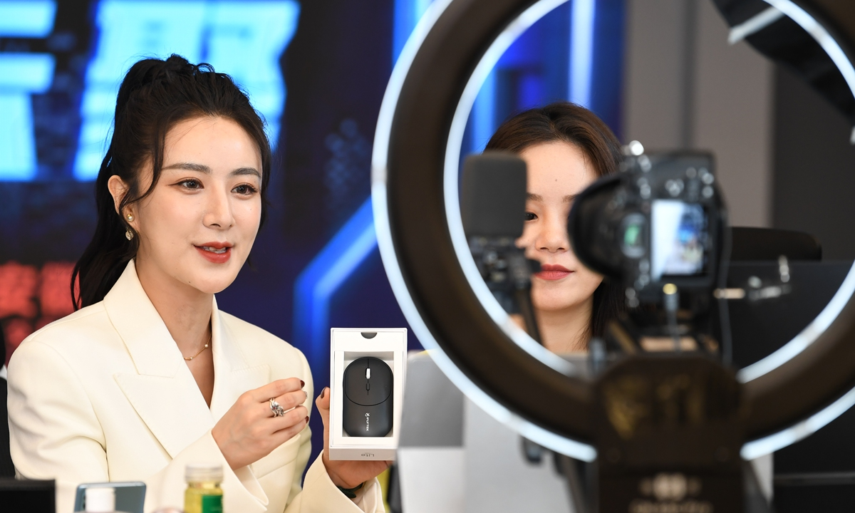 Viya introduces products during a livestream show in April. Photos: VCG