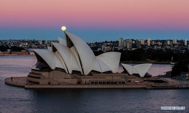 A blood moon is seen above the Sydney Opera House in Sydney, Australia, on May 26, 2021. (Xinhua/Bai Xuefei)