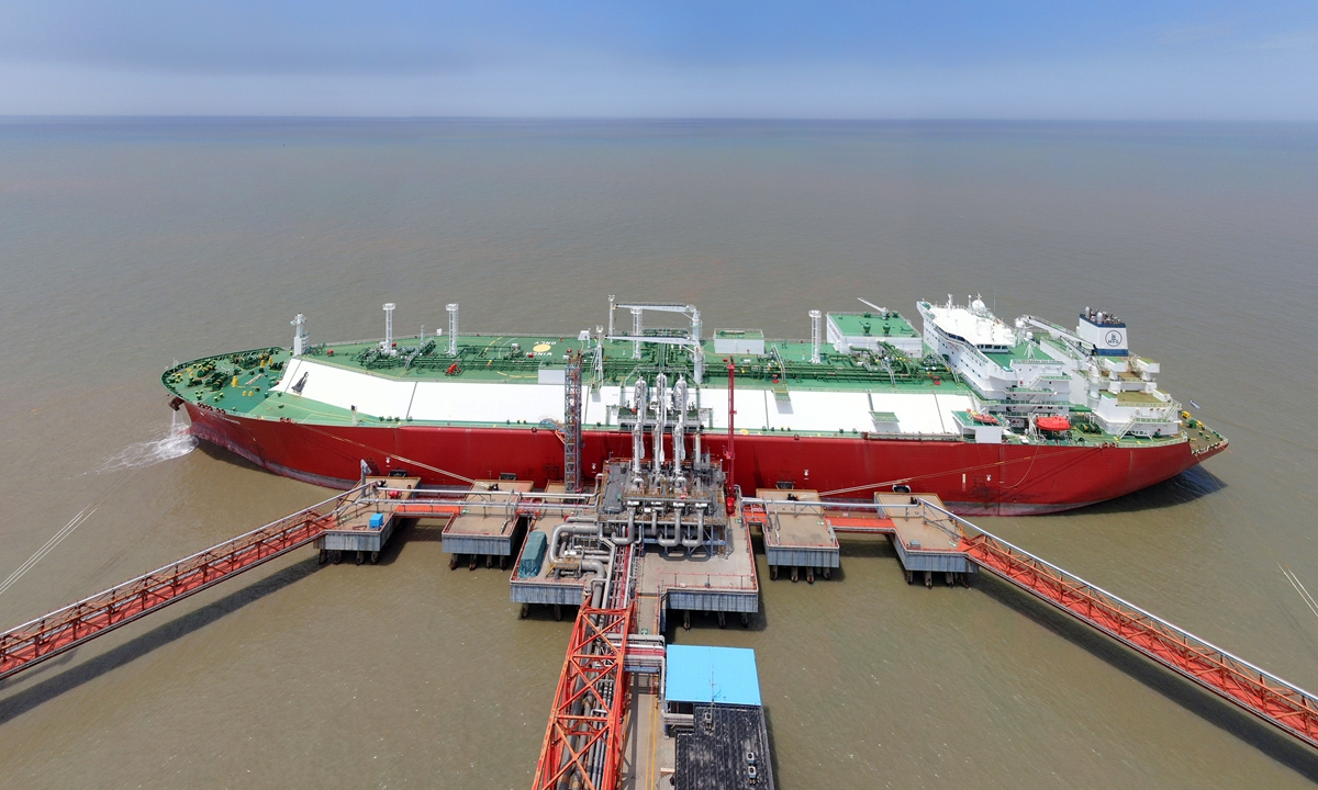 A liquefied natural gas (LNG) receiving terminal at Yangkou Port in Nantong, East China's Jiangsu Province is busy unloading imported LNG over the weekend. Since May 17, the terminal has unloaded LNG totaling 400,000 tons from six containerships, a record high. Photo: cnsphoto