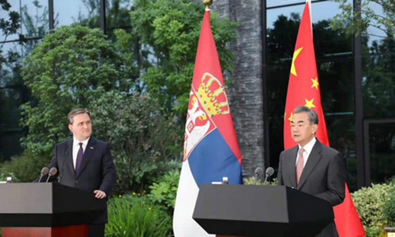 Chinese State Councilor and Foreign Minister Wang Yi (right) Wang Yi and Serbian Foreign Minister Nikola Selakovic Photo: website of Chinese Foreign Ministry