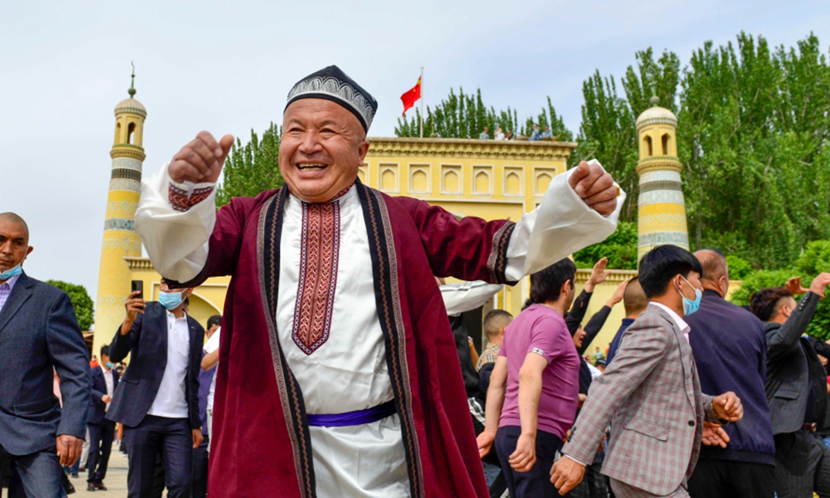 People dancing in front of Id Kah Mosque in Kashgar to celebrate Eid al-Fitr. Photo: Xinhua