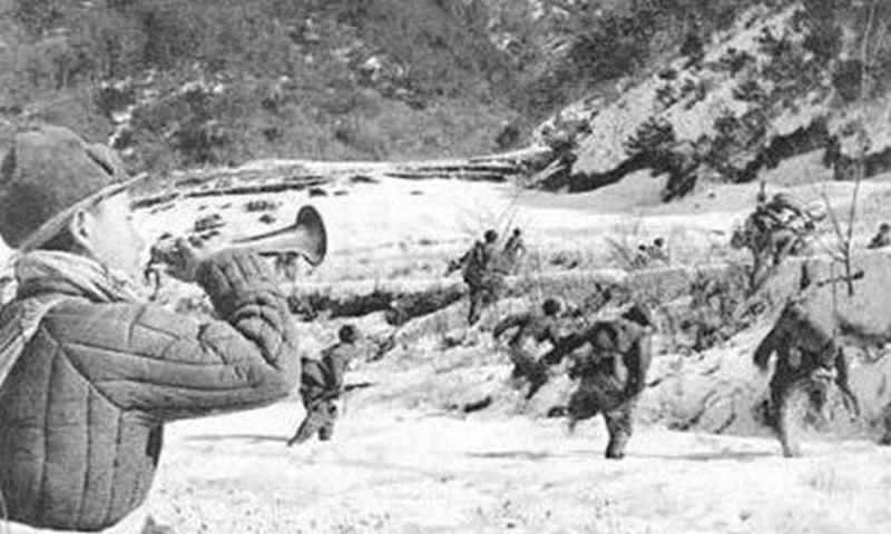Chinese People's Volunteers charging forward under enemy fire