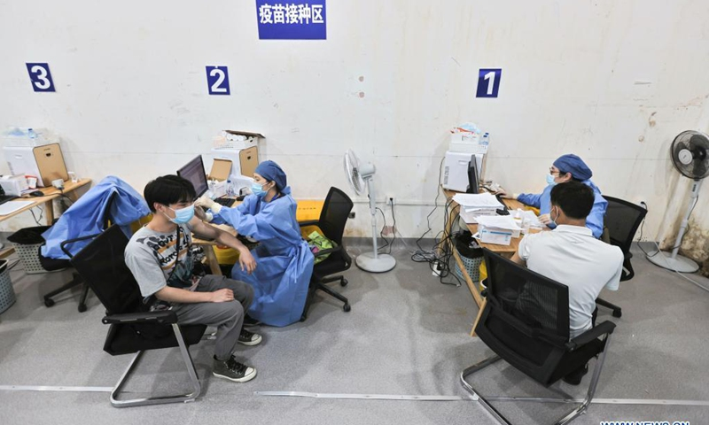 People take COVID-19 vaccines at the temporary vaccination site at Shanghai Hongqiao Railway Station in east China's Shanghai, May 29, 2021. Photo: Xinhua