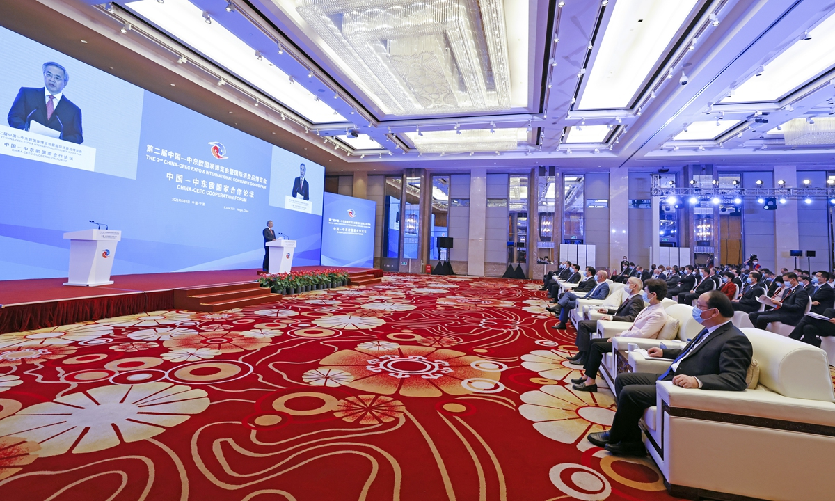 Chinese Vice Premier Hu Chunhua, on Tuesday, speaks at the opening ceremony of the second China-CEECs (Central and Eastern European Countries) Expo and International Consumer Goods Fair in Ningbo, East China's Zhejiang Province. Photo: Courtesy of Ningbo city government