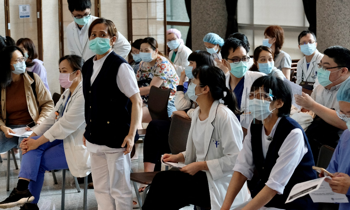 Medical personnel wait before taking the Moderna vaccination against the COVID-19 coronavirus at a Hospital in New Taipei City, the island of Taiwan, on June 9, 2021. Photo: AFP