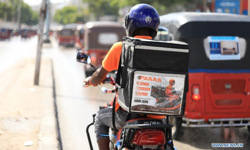 A man delivers food in Mogadishu, capital of Somalia, June 14, 2021. Through an online application platform, customers can easily order food as home food delivery in Somalia has expanded recently.Photo: Xinhua