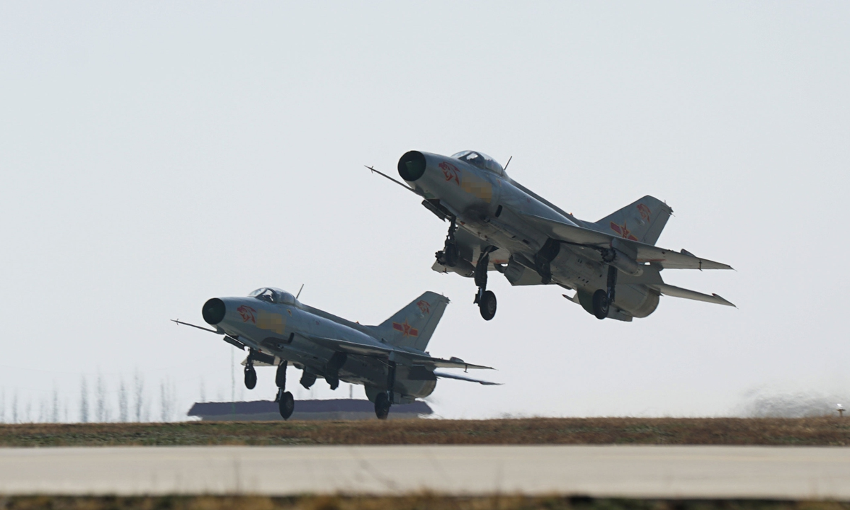Two J-7 fighter jets attached to an aviation brigade of the air force under the PLA Western Theater Command take off simultaneously for a live-fire flight training exercise on March 22, 2018.Photo:China Military