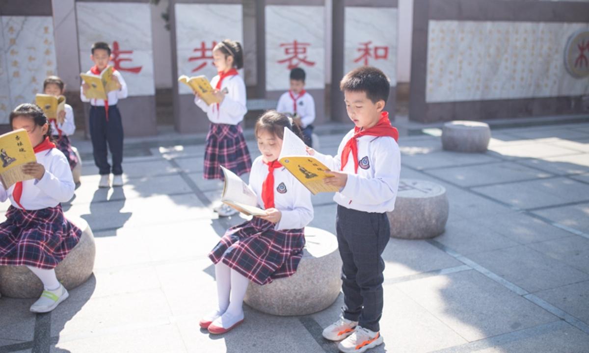 Students in a primary school of Qufu read Confucius analects in the morning. Photo: Shan Jie/GT