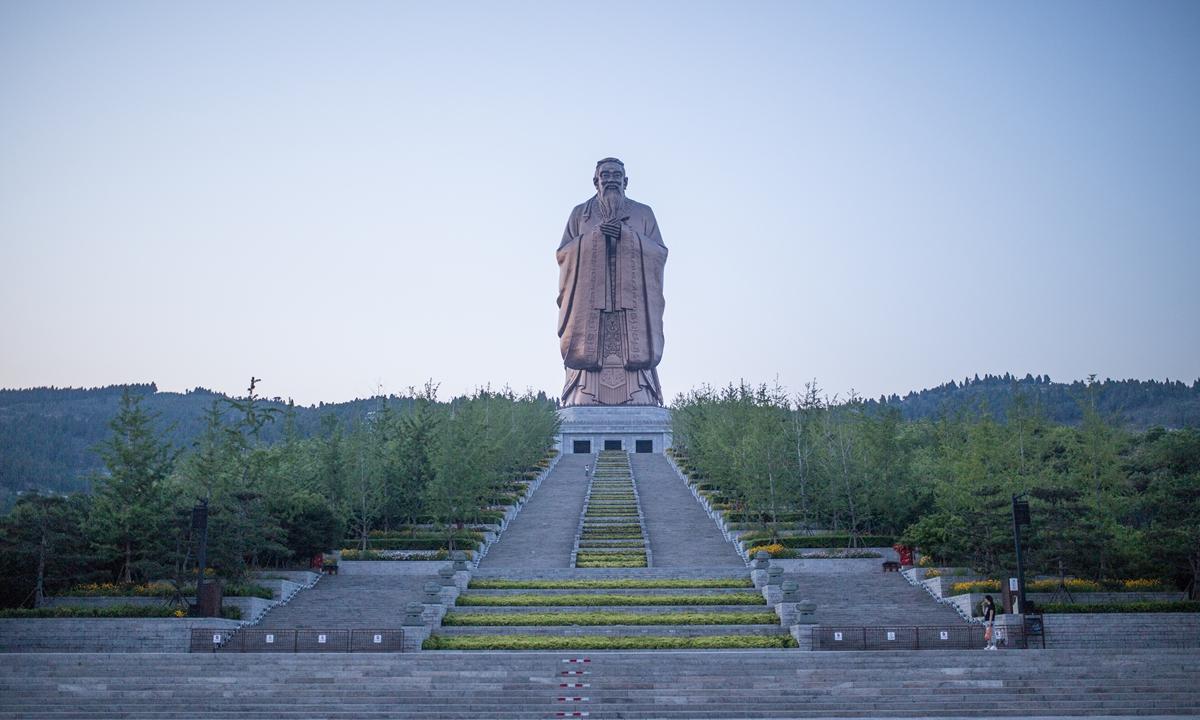 A72-meterConfucius statuestandsatopNiShan SacredlandPhoto: Shan Jie/GT