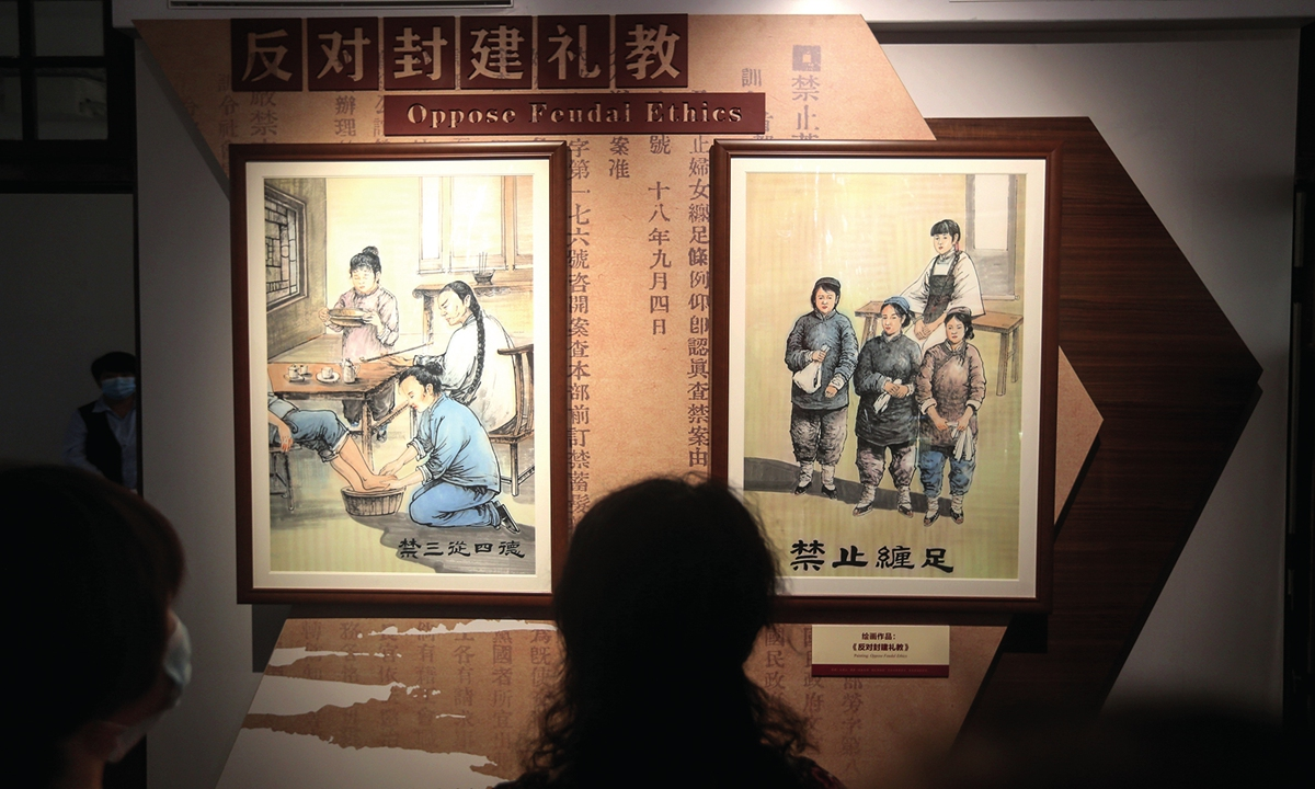A visitor gazes at the oil paintings that theme the opposing of feudal ethics. Photo: Cui Meng/GT