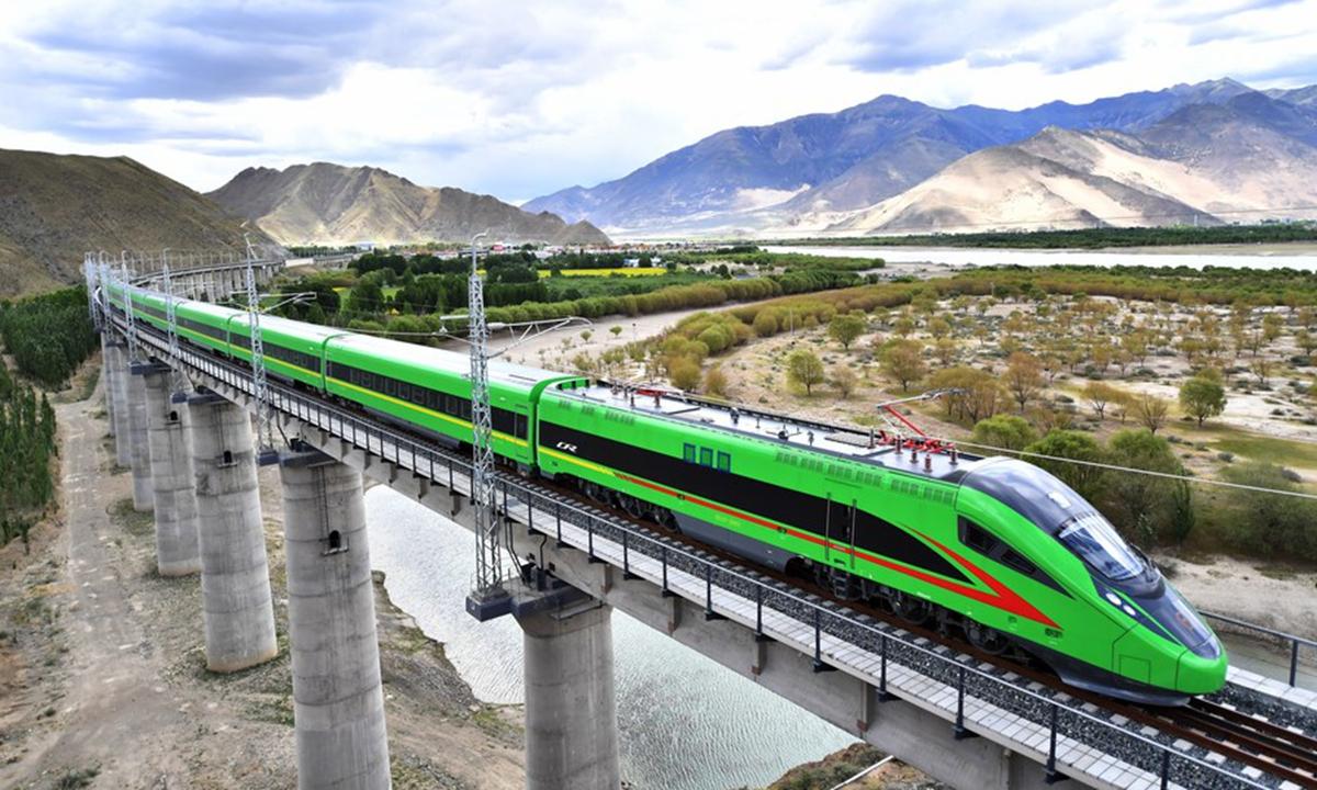 A Fuxing bullet train runs on the Lhasa-Nyingchi railway during a trial operation in Shannan, southwest China's Tibet Autonomous Region, June 16, 2021. (Xinhua/Chogo)