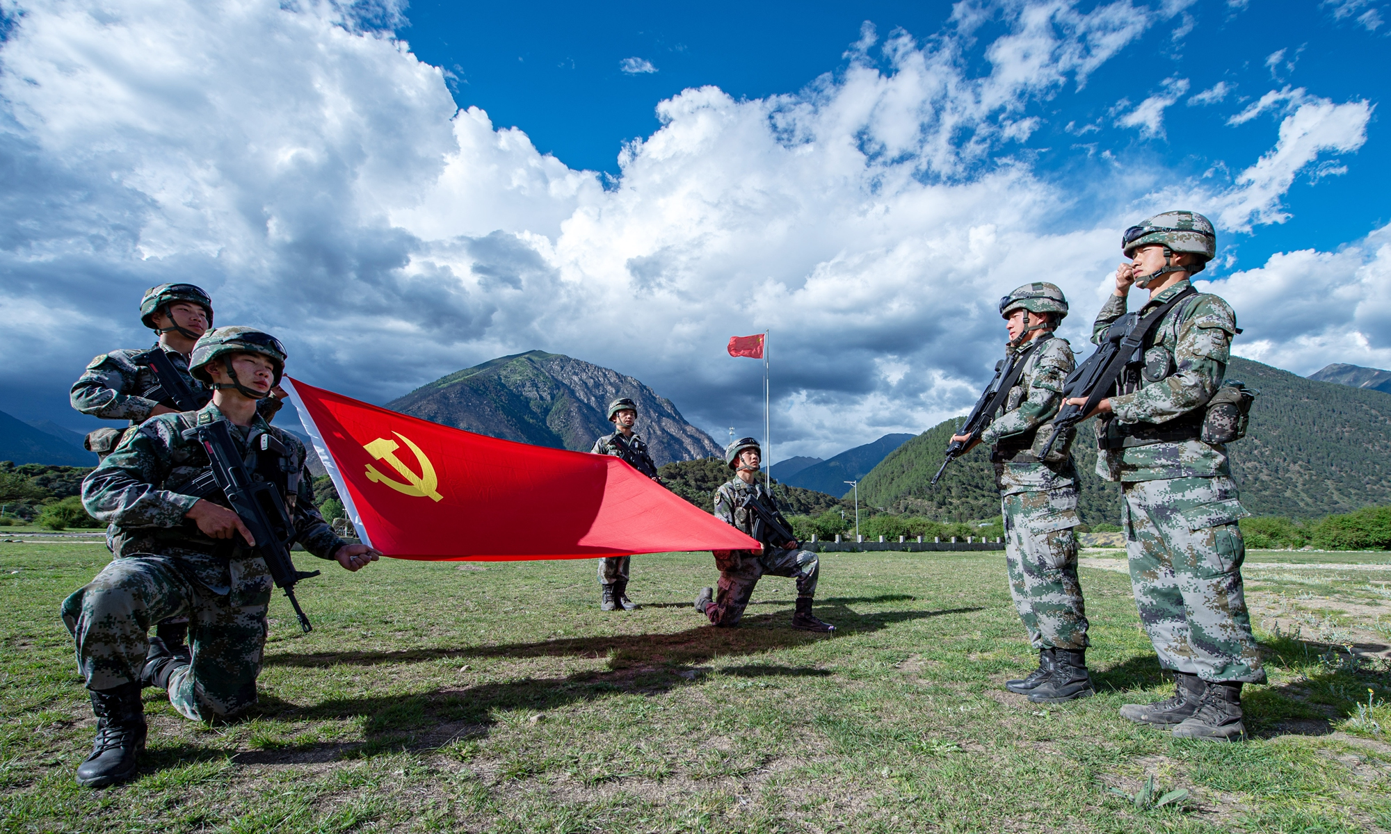 Two soldiers from a special combat brigade under the Tibet Military Command of the Chinese People's Liberation Army take an oath during a Party admission ceremony on a plateau near the China-India border. Photo: Courtesy of Wang Shudong