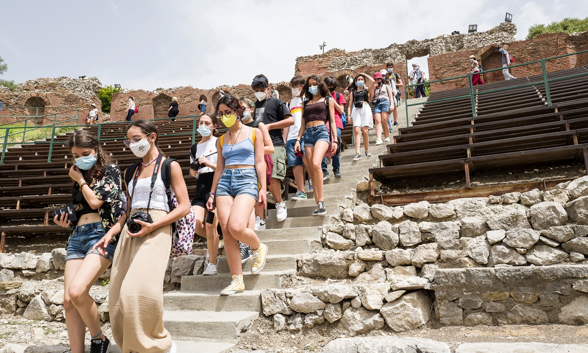 Students from the Nicola Spedalieri high school in Catania visit the Teatro Antico in Taormina on June 22 in Taormina, Italy. Photo: VCG