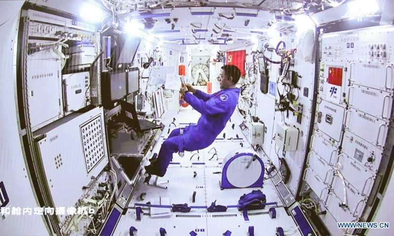 Screen image taken at Beijing Aerospace Control Center on July 4, 2021 shows Chinese astronaut Nie Haisheng staying inside Tianhe in cooperation with Liu Boming and Tang Hongbo for their extravehicular activities (EVAs). Chinese astronauts Liu Boming and Tang Hongbo had both slipped out of the space station core module Tianhe by 11:02 a.m. (Beijing Time) on Sunday, starting EVAs, according to the China Manned Space Agency (CMSA).(Photo: Xinhua)