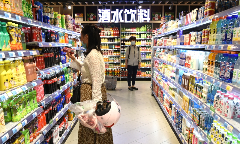 A consumer buys beverage at a supermarket in Lianyungang, East China's Jiangsu Province in June 2021. Photo: cnsphoto