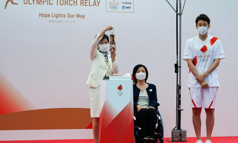 Governor of Tokyo Koike Yuriko (L), Official Ambassador of the Tokyo 2020 Torch Relay Taguchi Aki (C), and Japanese former professional tennis player Matsuoka Shuzo attend the unveiling ceremony for the Olympic Flame of the Olympic Torch Relay in Tokyo, Japan on July 9, 2021.Photo:Xinhua